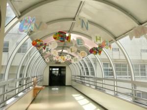 管理棟と教室棟の渡り廊下